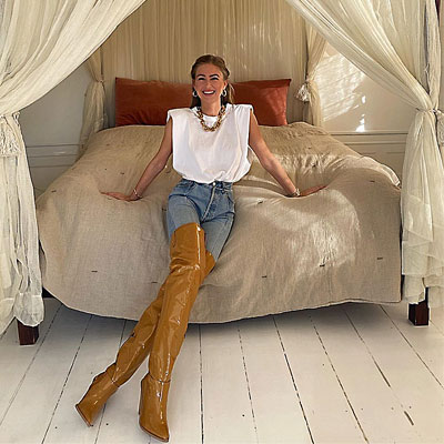 woman-in-jeans-knee-high-boots-shoulder-pad-t-shirt